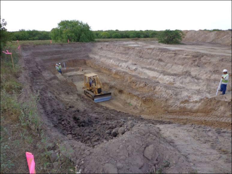 подготовка ямы для строительства убежища