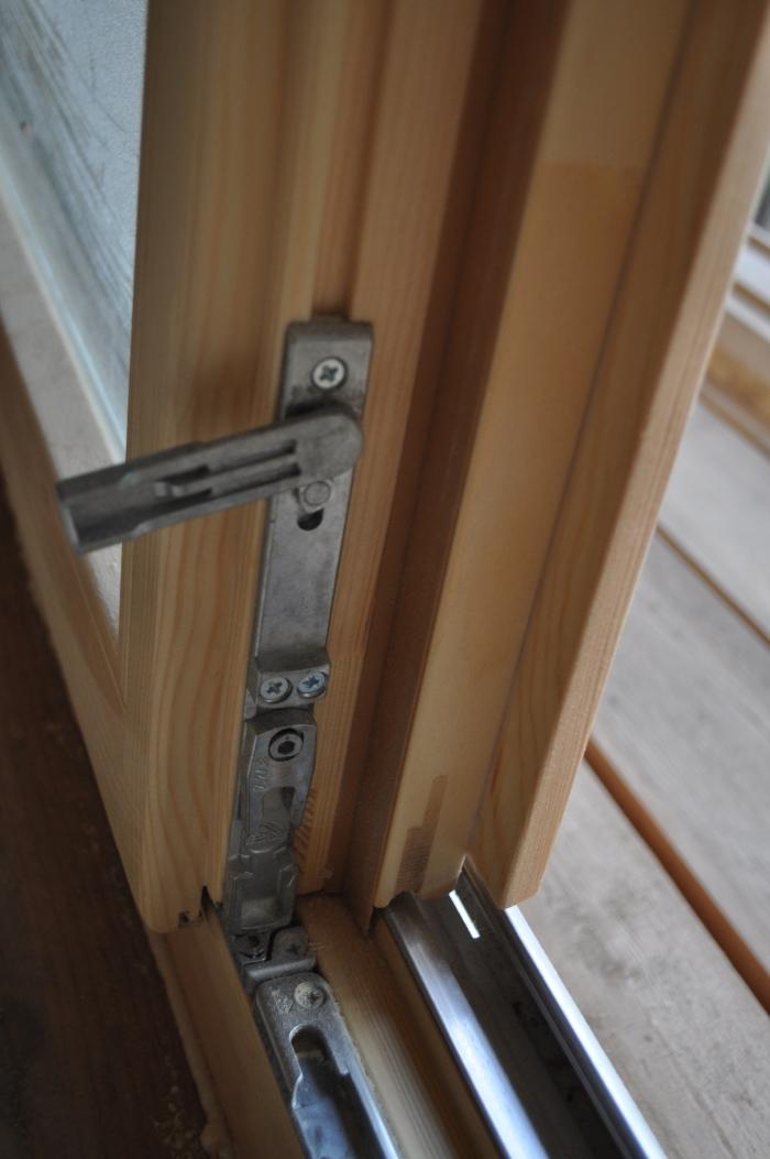 Механизм балконной двери. - цена на металлопластиковые окна .