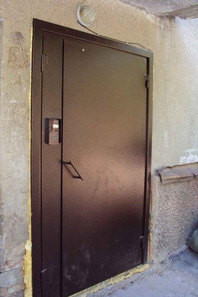 установка железных дверей в подъезде