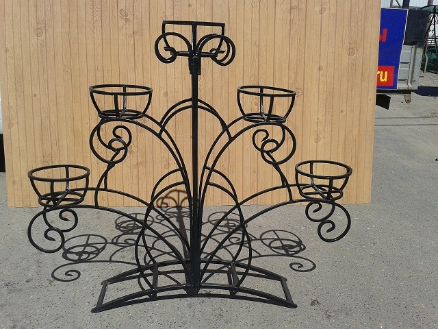 Подставки для цветов на улице из металла фото