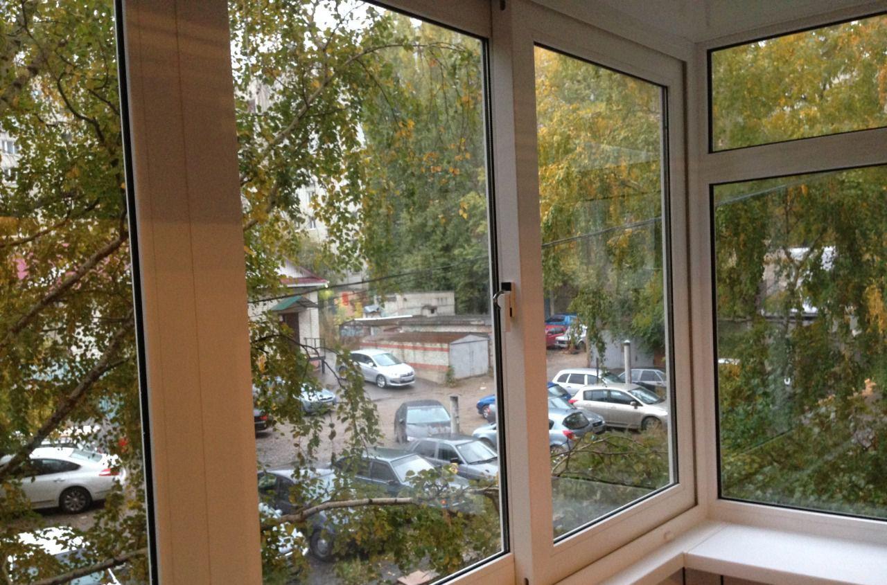 Остекление балконов пластиковыми раздвижными окнами в сарато.